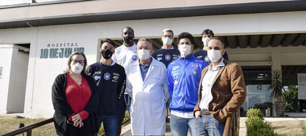 Atletas do Vôlei Taubaté realizam exames de pré-temporada no Hospital 10 de Julho.